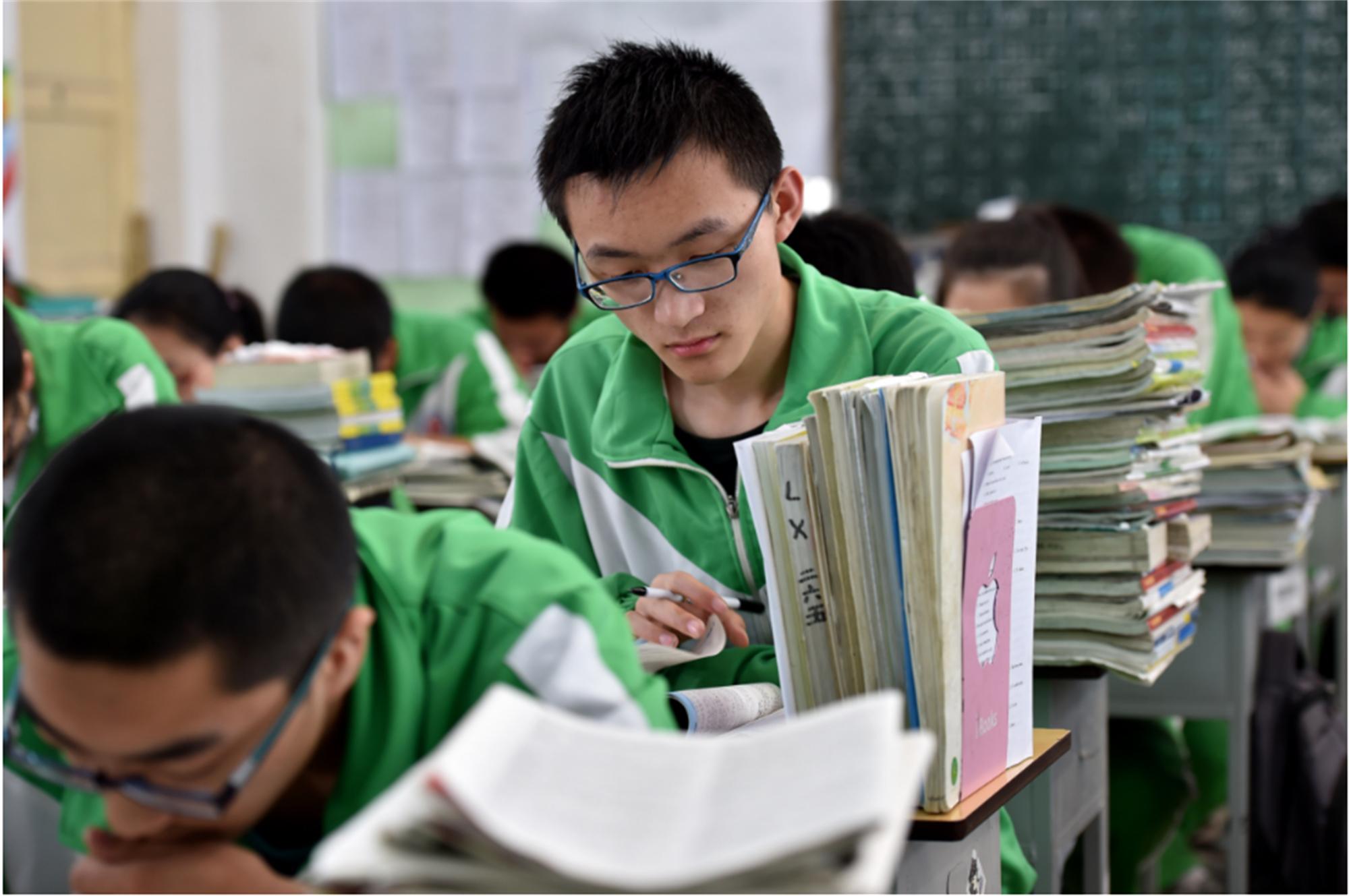 四川省理科第一名:722分,学霸身份竟是复读生,曾663分选择复读