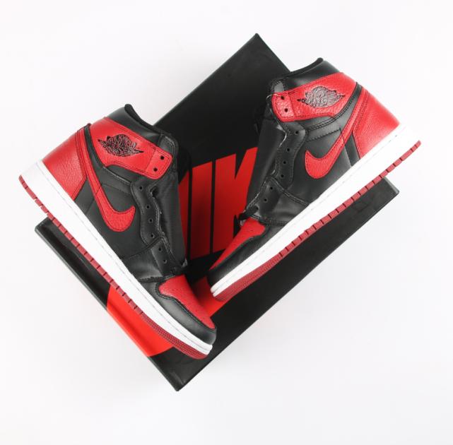 AJ1的脚感怎么样? Air Jordan 1高帮休闲篮球鞋 AJ1第一个配色