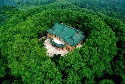 美龄宫,位于南京市玄武区钟山风景名胜区内四方城以东的小红山上.