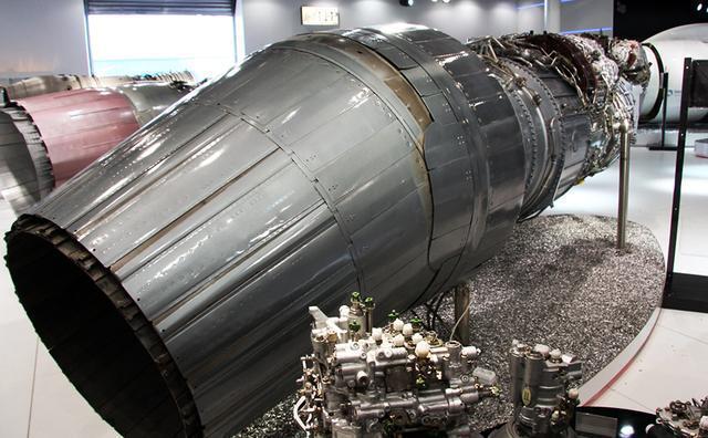 苏35战斗机还首次实现了发动机矢量控制系统与