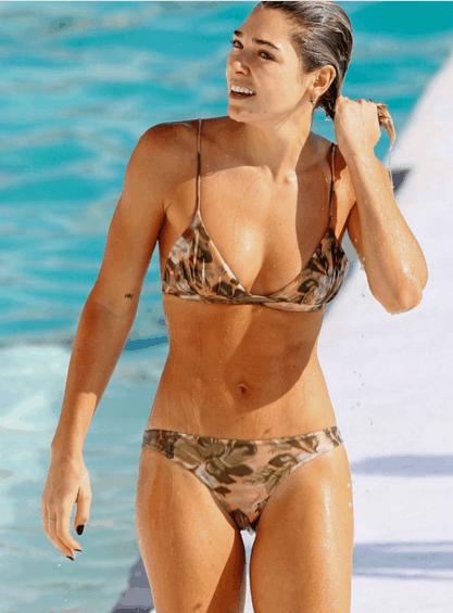 欧美女星艾世丽海边度假, 网友: 纯天然不作假才是美