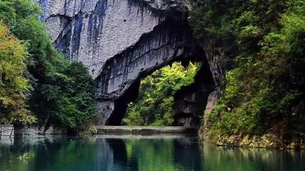 创作背景,红果树曾唤龙桥,位于绥阳县大路槽乡,有天生桥(即龙桥)