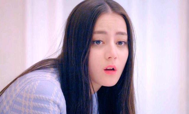 网友说唯一让人惊喜的,就是饰演女二号高雯的迪丽热巴,即呆萌又很可爱