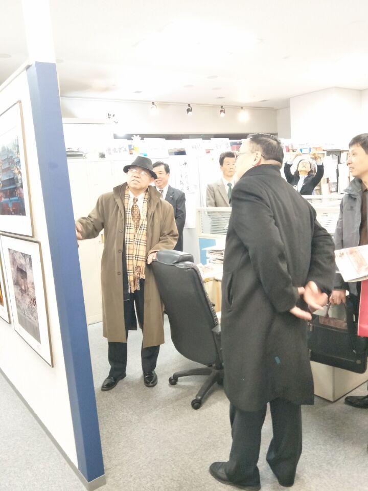 《人民日报》海外版党委书记李建兴一行到中日新报社 就新时代的互动发展探讨合作空间