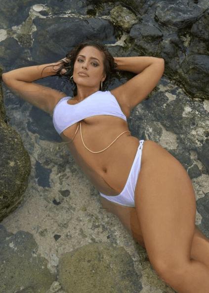 欧美女星johnson海边度假, 网友: 她才是当之无愧的微胖女神!