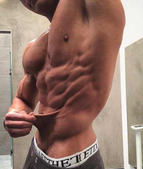 他健身7年,体脂率超低一扯一层皮,崇尚自然健美表演真空腹!