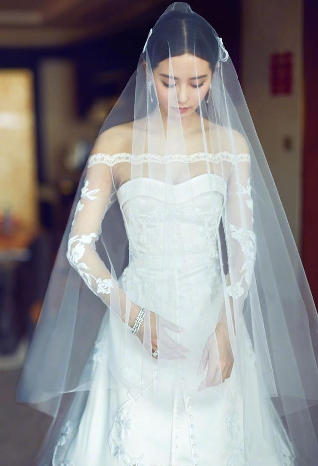 同戴头纱, 杨颖梦幻, 陈妍希唯美, 赵丽颖怎么成了时尚圈的笑柄呢?