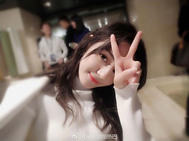 由于鹿晗和关晓彤公布恋情,之前一直被炒cp的迪丽热巴是去是留?