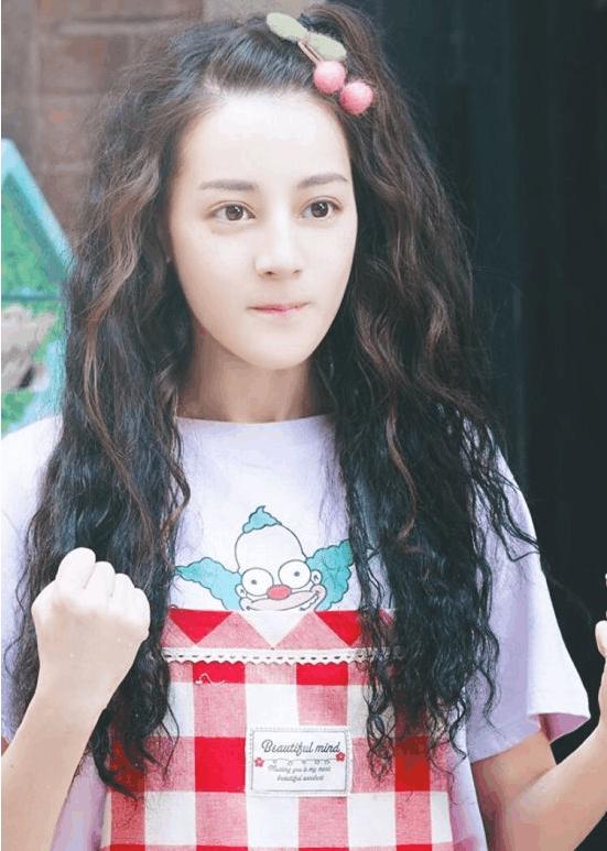 那么,韩式泡面卷发的时尚在哪里?图片