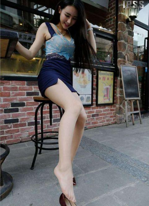 街拍包臀裙美女,知性魅力还很可爱