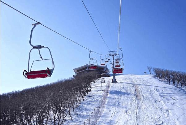 朝鲜滑雪场, 开发不是很前卫, 很像70, 80年代的中国
