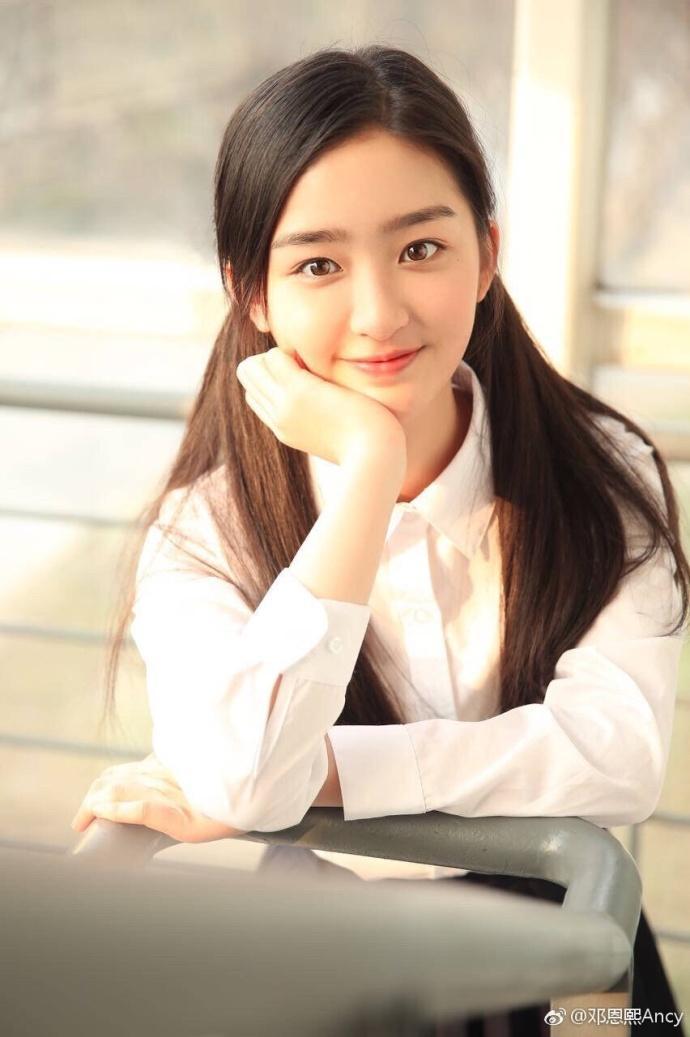 王俊凯师妹,才12岁,名字叫做邓恩熙.你认为这颜值怎样?