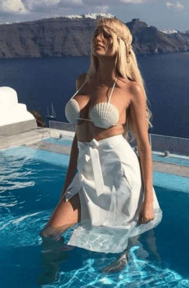 欧美女星tera海边度假游玩, 网友: 贝壳做衣服真有创意!