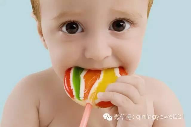小孩子抵抗诱惑的能力差,吃糖对涵同学来说就是难以抵挡的诱惑.