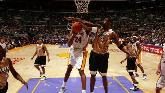 在科比头上砍下50+有多难? 翻遍整个NBA, 仅有这5人做到