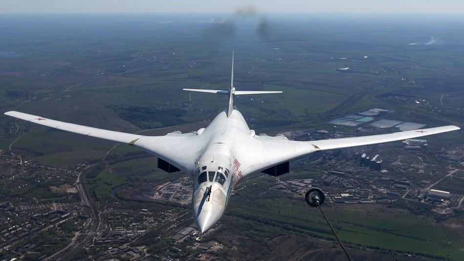接到求援信号后, 俄两架轰炸机突破拦截飞抵此国, 美国强烈批评