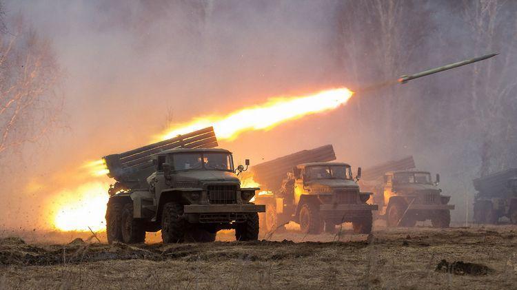 刚刚俄罗斯大炮导弹如雨滴般落下 对手不是乌克兰美国真懵了