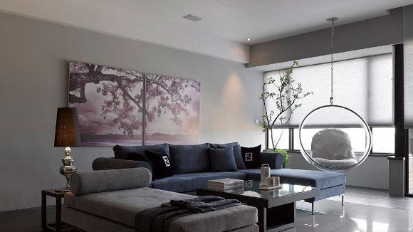 黑白灰的现代简约风格装修, 配深蓝色布艺沙发真大气!