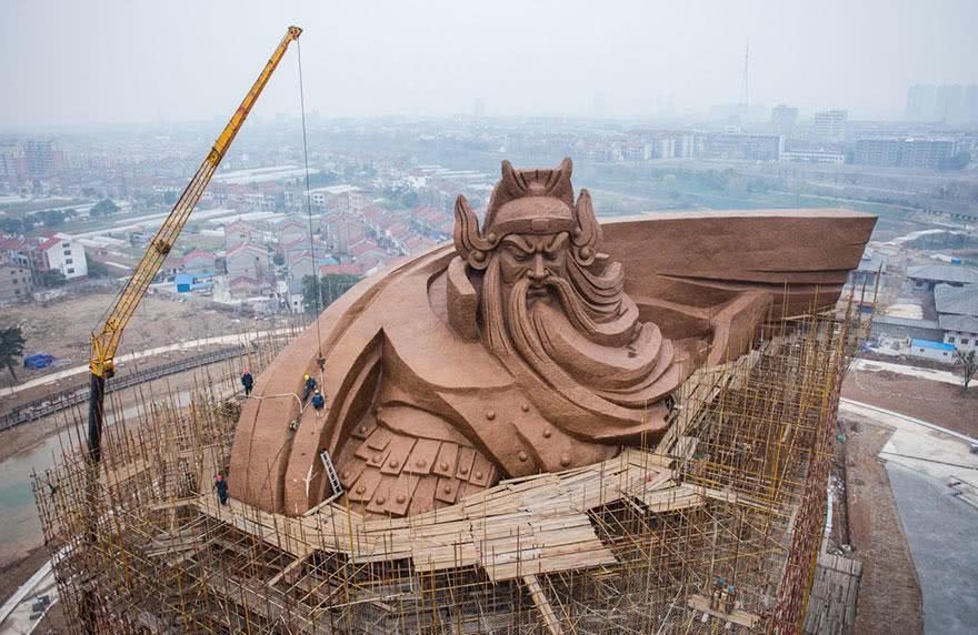 中国这尊重1320吨战神雕像,把外国网友震惊了