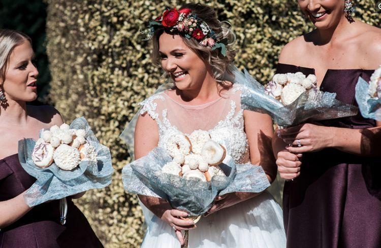吃货的终极理想! 澳洲新娘不要浪漫鲜花 手捧甜甜圈就嫁人了