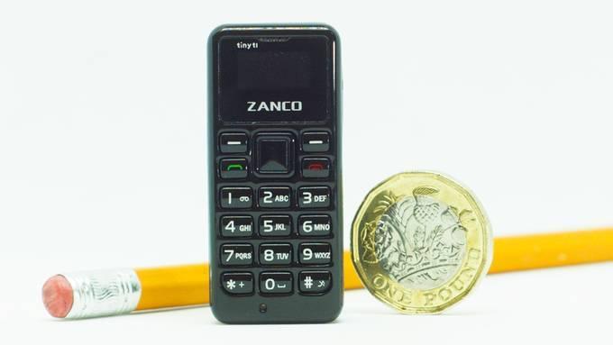 世界上最小的手机惊呆了国外吃瓜群众,最重要的是made in china!