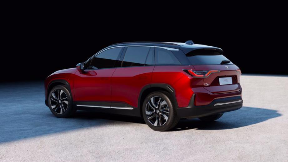 雷军同款纯电动SUV标配双电机, 百公里加速4.7秒, 补贴前35.8万起