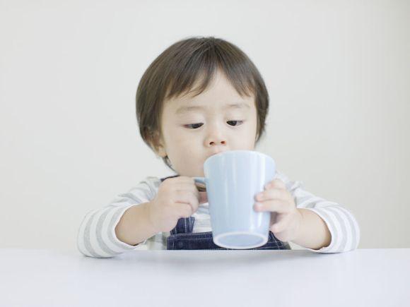 冬天, 孩子有这3种情况, 说明TA缺水了, 爸妈别忘了给孩子补水