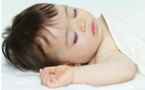 宝宝醒来后有这个动作, 说明TA正在变聪明, 你家宝宝有没有
