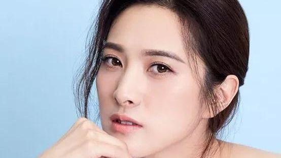 她是靳东的初恋, 虽隐婚生子! 但没人知道她老公是谁
