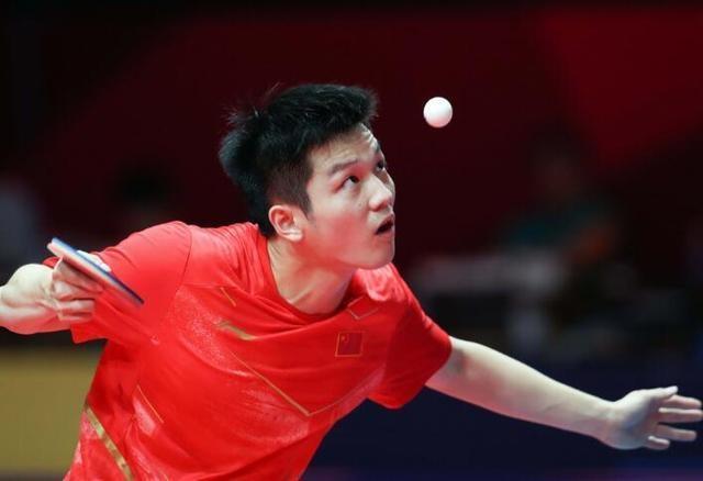 樊振东沉紧进进8强, 遭到韩国球迷热捧, 粉丝赛后列队索要签名