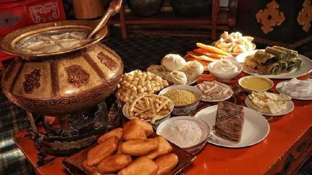 """阿拉善的蒙古族早茶太""""硬""""了 吃完这一顿一天都可以不吃饭"""