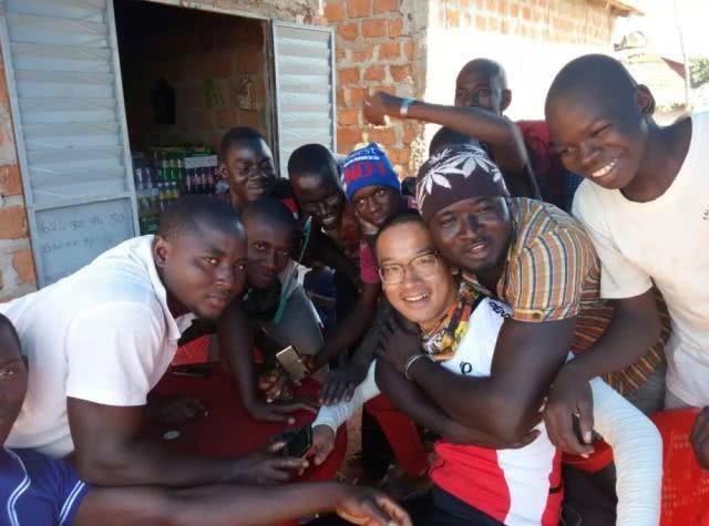 90后小伙非洲支教两年 单车骑行360天回国为非洲村民募捐