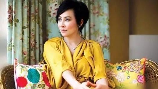 带你看刘嘉玲住的豪宅, 房子价值过亿, 衣帽间塞满名牌衣服包包