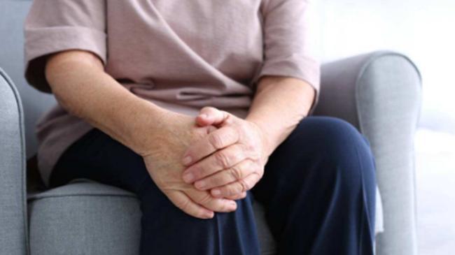 患上风湿热, 关节肿痛的厉害怎么办? 这样做可很好地缓解关节疼痛