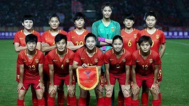 王霜获得亚洲足球小姐, 她这个举动打脸中国男足大佬, 让人感动!
