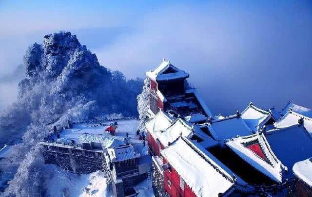 中国最牛的村! 拥有飞机场、火车站, 又是道教圣地, 还美如画