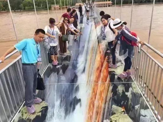 广东首座3D玻璃桥,让人闻风丧胆腿打颤!