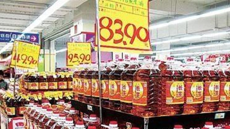 """超市里有的食用油, 为啥总是""""打折""""? 售货员说漏嘴, 差点被坑!"""