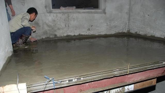 新房层高6米隔成小复式, 师傅开槽植钢筋, 我好担心! 四周没梁不结实