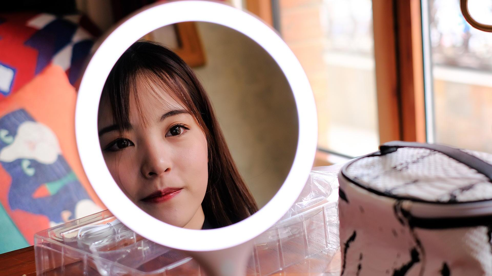 磁吸化妆镜,斐色耐摇摇镜照亮你的美一面