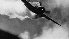 二战日军的神风特攻队, 为何就是撞不上美军军舰原因在这!