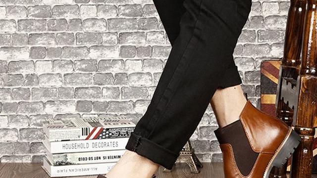 有一种男鞋;叫中庆鞋,比皮鞋好看,比运动鞋舒适,现在穿正好