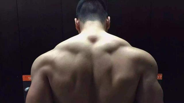 想要完美背部?注意这两个动作,让你拥有强壮背部