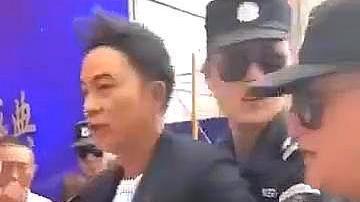 著名港星任达华活动现场被陌生人袭击,腹部疑似受伤流血