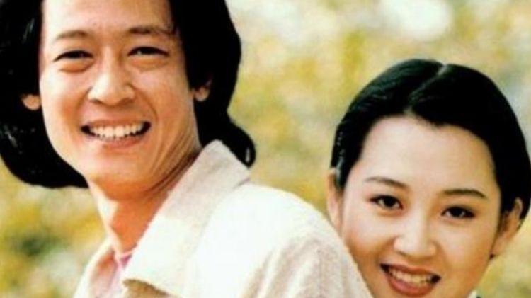 出生文艺世家的她嫁给二婚导演,夫妻恩爱,可惜50岁仍不生育