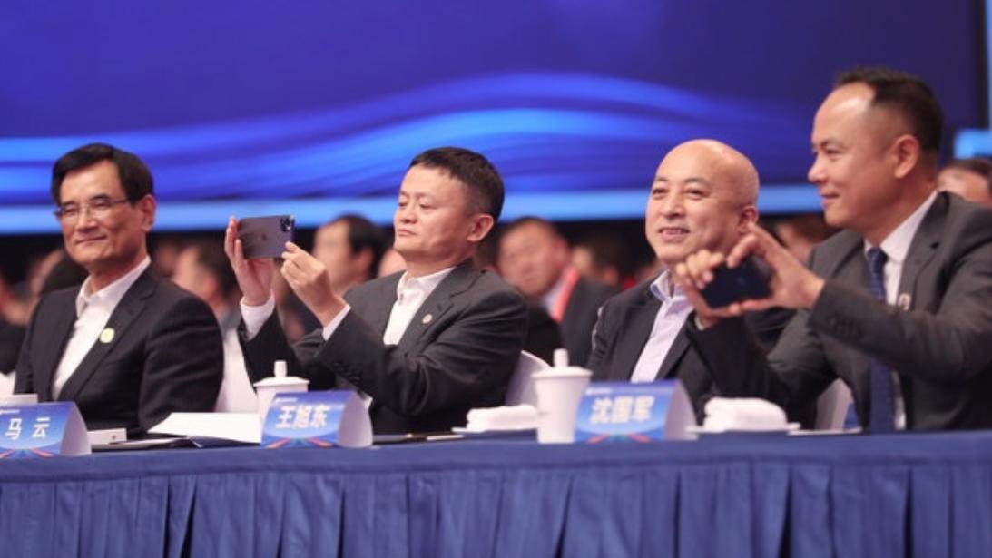 马云还真是个果粉,现在换了全新的iPhone 11 Pro,不用5G?