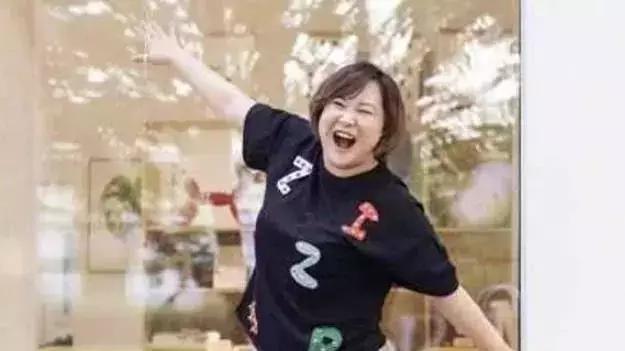 当140斤贾玲碰上70斤鲁豫, 同穿裙子, 网友: 瞬间不想减肥!