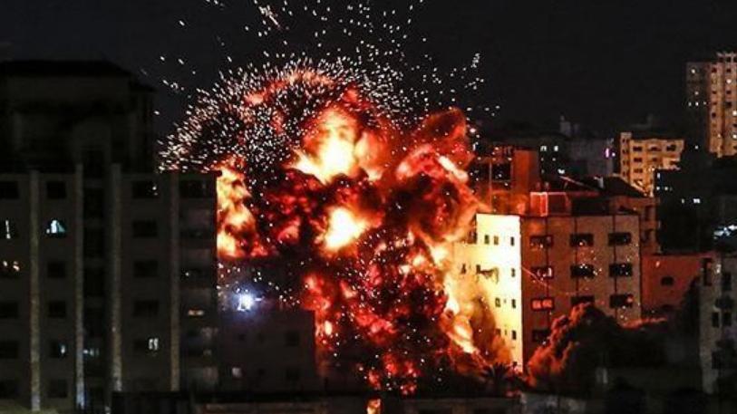 以色列袭击伊朗军事基地后,立即就遭到报复,国内军火库爆炸