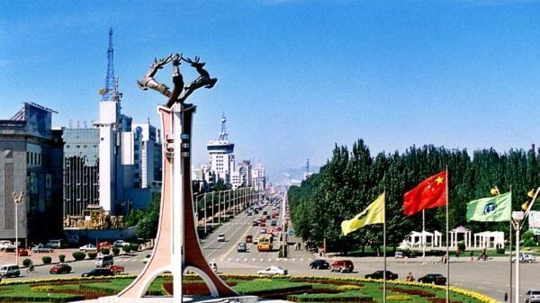 看外蒙古的首都,再看内蒙古第一大城市,差距简直太大!