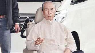 98岁赌王不愿离世,靠着上亿药物强行买命,现在怎么样了